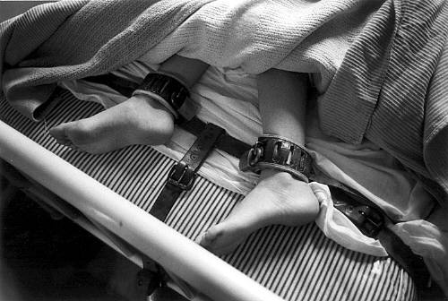 Mary_Ellen_Mark_Feet_Strapped_Down_in_Bed_1976_c1976_1858_41